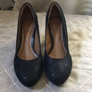 CLARKS CUSHION LEATHER HEELS SIZE 9.5M